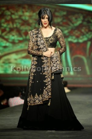 Wardha Nadiadwala Black Bollywood Lehenga
