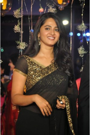 Anushka shetty hot black and gold saree on a wedding reception