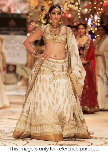Bollywood Style Sonam Kapoor santoon raw silk Bridal lehenga in cream color