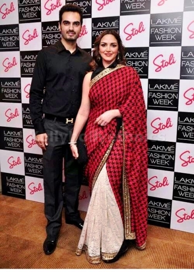 Esha Deol Red and off white saree