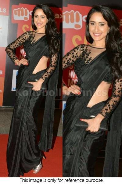 Pragya jaiswal black bollywood saree