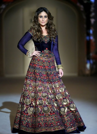 Kareena Kapoor royal blue color velvet bollywood lehenga