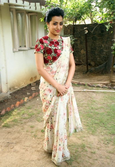 Bollywood style Trisha Krishnan floral print georgette saree